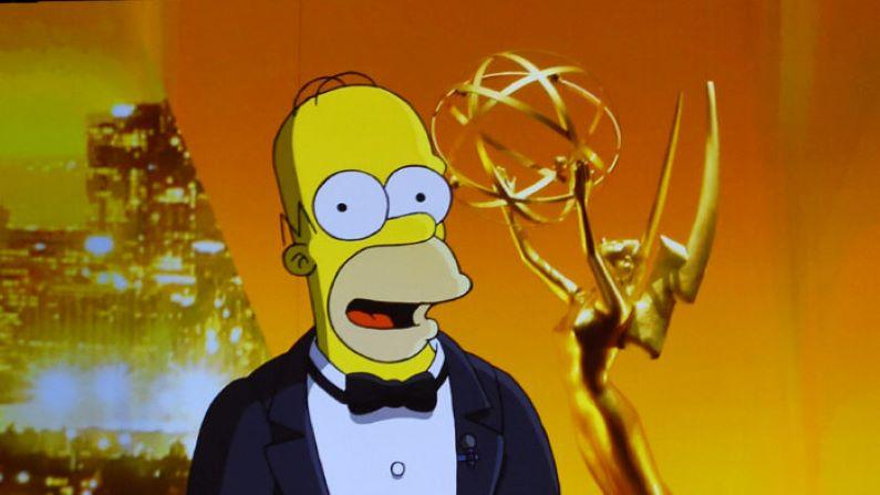 Un video de Homero Simpson hablando es proyectado en una pantalla durante la 71ª entrega de los Premios Emmy en el Microsoft Theater de Los Ángeles el 22 de septiembre de 2019. (Getty Images | Kevin Winter)