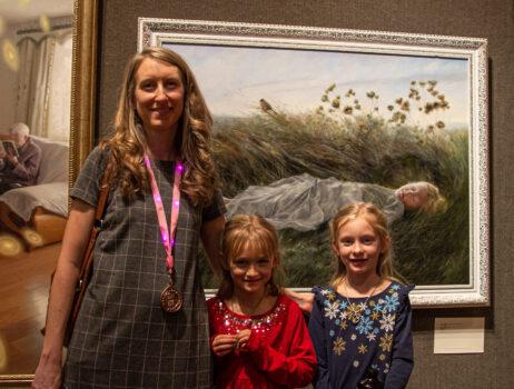 Lauren Tilden ganó el Premio de Bronce en el 5º Concurso Internacional de Pintura de Figuras NTD