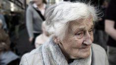 Peru: mulher idosa é resgatada pela polícia após ficar presa por mais de dez dias em sua casa