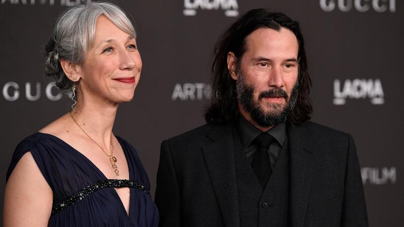 Alexandra Grant e Keanu Reeves participam da Gala LACMA Art + Cinema 2019, apresentada pela Gucci em 2 de novembro de 2019 em Los Angeles Califórnia (Getty Images / Frazer Harrison)