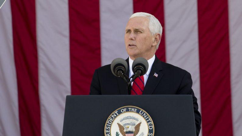El vicepresidente Mike Pence en la 64ª celebración anual del Día Nacional de los Veteranos en el Cementerio Nacional de Arlington, Virginia, el 11 de noviembre de 2017. (Samira Bouaou/La Gran Época)