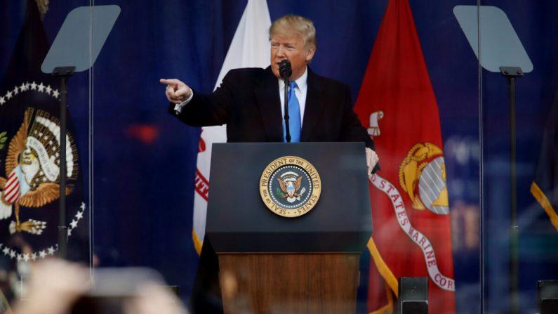 El presidente Donald Trump habla en la ceremonia de apertura del Desfile del Día de los Veteranos el 11 de noviembre de 2019, en la ciudad de Nueva York. (Spencer Platt/Getty Images)