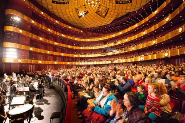 Consulados chinos ejercen fuerte presión a los teatros para que cancelen los espectáculos de Shen Yun