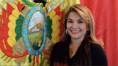 Bolivia: La senadora opositora Jeanine Áñez asume la presidencia interina