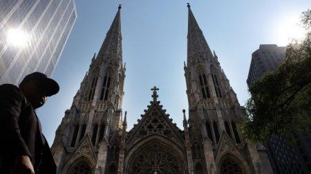 Estadounidenses ven a la religión como una fuerza para el bien a pesar de su menguante influencia
