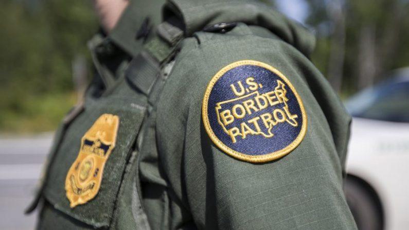 Un parche en el uniforme de un agente de la Patrulla Fronteriza. (Scott Eisen/Getty Images)
