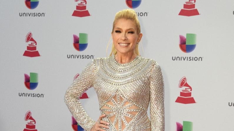 El cantante mexicana Yuri llega a la 19ª edición de los Premios Grammy Latinos en Las Vegas, Nevada, el 15 de noviembre de 2018. (BRIDGET BENNETT/AFP vía Getty Images)