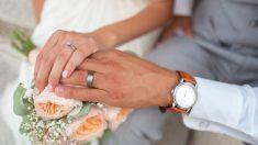 Novia se casa en asilo de ancianos para cumplir el sueño de su abuela de verlos jurarse amor eterno