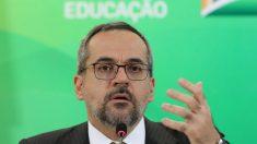 Ministro diz que universidades são dominadas pela esquerda