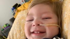 Bebé que nace sin vida, declarado con muerte cerebral, abre los ojos antes de quitarle el soporte vital