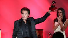 """El """"Puma"""" Rodríguez recibe Grammy y da emotivo mensaje sobre Venezuela y los regímenes de izquierda"""