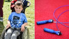Profe de Brasil cumple el sueño de su alumno discapacitado de saltar la cuerda, su felicidad es viral