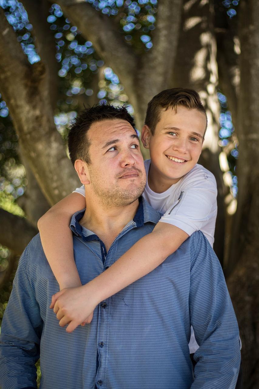 Enseñar a los hijos el optimismo al superar dificultades hará niños y jóvenes más saludables y felices
