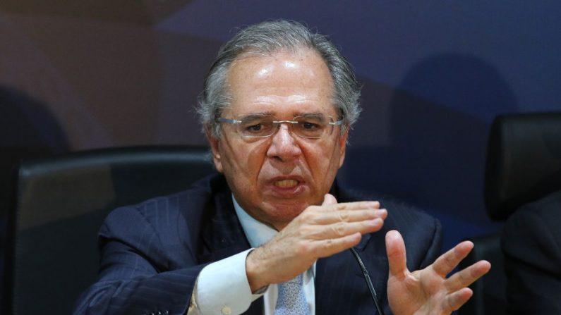O ministro da Fazenda, Paulo Guedes, apresenta à imprensa as propostas do Pacto Federativo (Fabio Rodrigues Pozzebom/Agência Brasil)