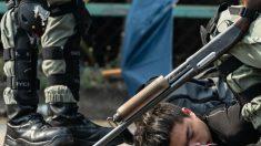 Policía de Hong Kong despliega nuevas armas durante enfrentamientos en campus universitario
