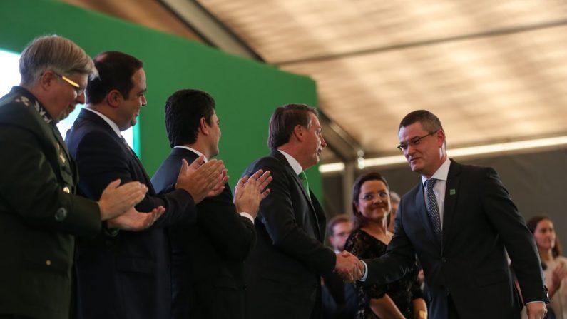 O presidente Jair Bolsonaro, participa da cerimônia de encerramento dos cursos de formação profissional do ano de 2019, para ingresso na carreira Policial Federal (José Cruz/Agência Brasil)