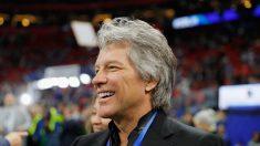 La Fundación Jon Bon Jovi dona medio millón de dólares para construir viviendas para veteranos sin hogar