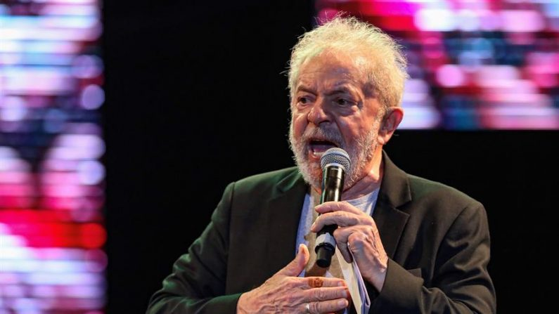 El expresidente de Brasil Luiz Inácio Lula da Silva participa el 22 de noviembre de 2019 en el VII Congreso Nacional de Partidos Obreros (PT), realizado en la ciudad de São Paulo, Brasil. EFE / Carlos Ezequiel Vannoni / Archivo