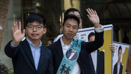 Agora é hora de Trump assinar projeto de lei dos direitos de Hong Kong, diz ativista Joshua Wong