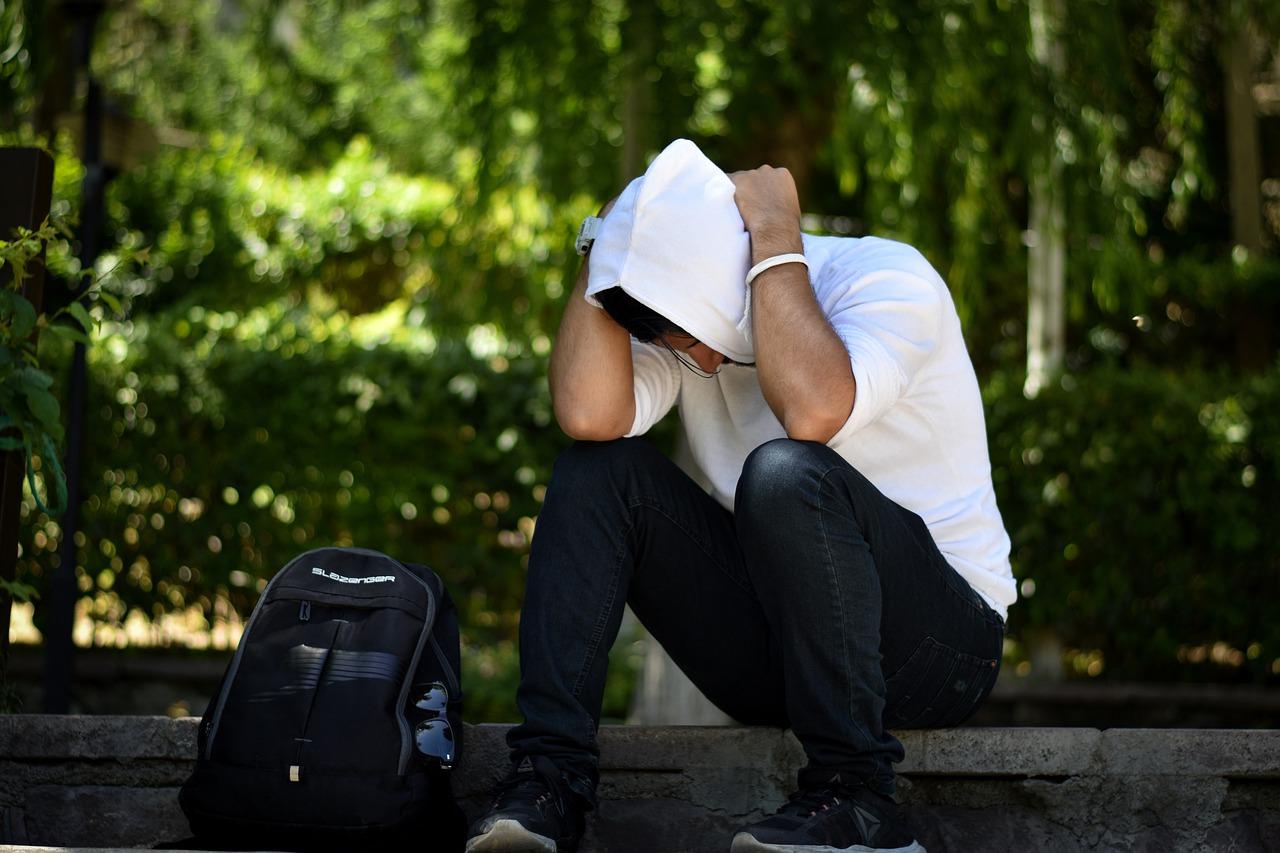 Los jóvenes universitarios pueden sufrir depresión, estrés y ansiedad en soledad y aislamiento. (Crédito: Imagen de Hamed Mehrnik en Pixabay)