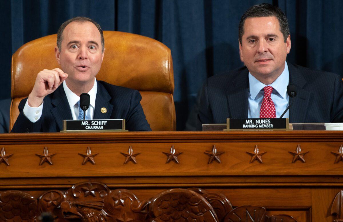 Adam Schiff y Devin Nunes durante el impeachment el 13 de nov, 2019