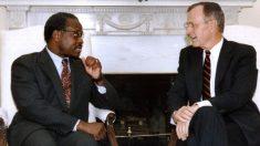 """El juez Clarence Thomas critica a Biden por """"engañarlo"""" durante las audiencias de confirmación"""