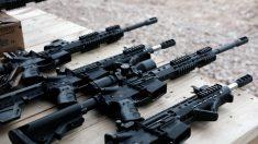 Pareja de Florida lleva de regalo un arma de asalto para Baby Shower sin saberlo