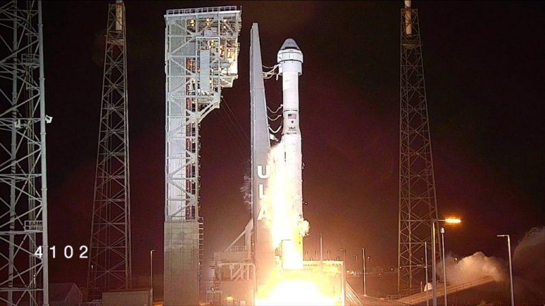 El cohete Atlas V de United Launch Alliance con la nave CST-100 Starliner de Boeing despega del Complejo de Lanzamiento Espacial 41 en la Estación de la Fuerza Aérea de Cabo Cañaveral en Florida el 20 de diciembre de 2019. La hora de despegue fue a las 6:36 a.m. EST. (Crédito de la foto: NASA)