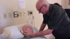 Vídeo emocionante revela idoso de 93 anos cantando para sua esposa moribunda de 73 anos
