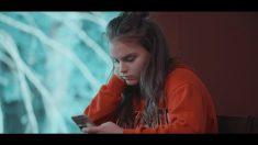 """Cineasta crea filmes sobre redes sociales e inicia """"conversaciones reales"""" en escuelas de todo el mundo"""