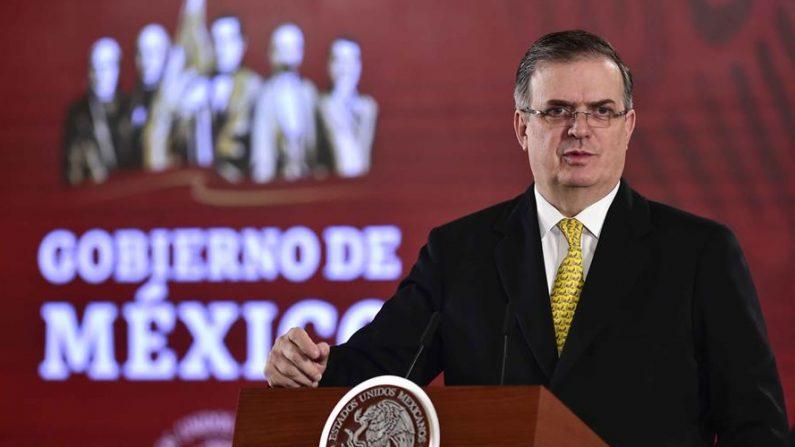 El secretario de Relaciones Exteriores de México, Marcelo Ebrard, durante una conferencia de prensa el 26 de diciembre de 2019, en el Palacio Nacional, en Ciudad de México (México). EFE/PRESIDENCIA