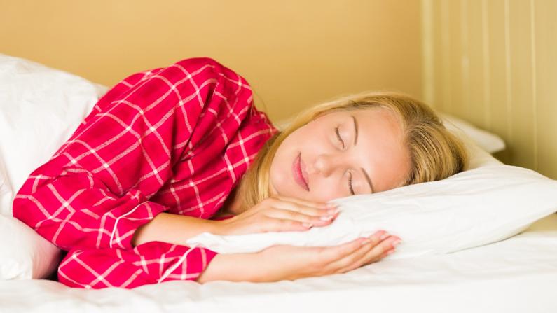 Dormir lo suficiente no solo es mejor para concentrarse, sino también para su cintura. (Public domain pictures/ CC0)