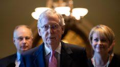 """Pelosi tiene """"demasiado miedo"""" de enviar los artículos del impeachment al Senado, según McConnell"""