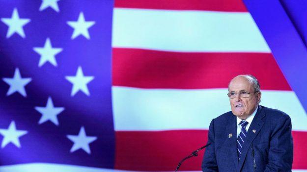 El legislador ucraniano que busca investigar a los Biden se reúne con Giuliani en Kiev