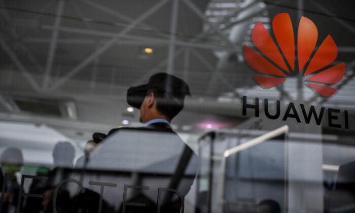 El gigante chino de las telecomunicaciones Huawei en un stand en la Cumbre Web en Lisboa, Portugal, el 6 de noviembre de 2019. (Patricia De Melo Moreira/AFP via Getty Images)