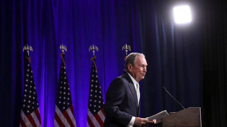 El ex alcalde de Nueva York Michael Bloomberg habla durante una conferencia de prensa para discutir su candidatura presidencial el 25 de noviembre de 2019 en Norfolk, Virginia. (Photo by Drew Angerer/Getty Images)