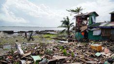Tifón en Filipinas arruina las fiestas con más de 100 casas destruidas, víctimas y miles de varados