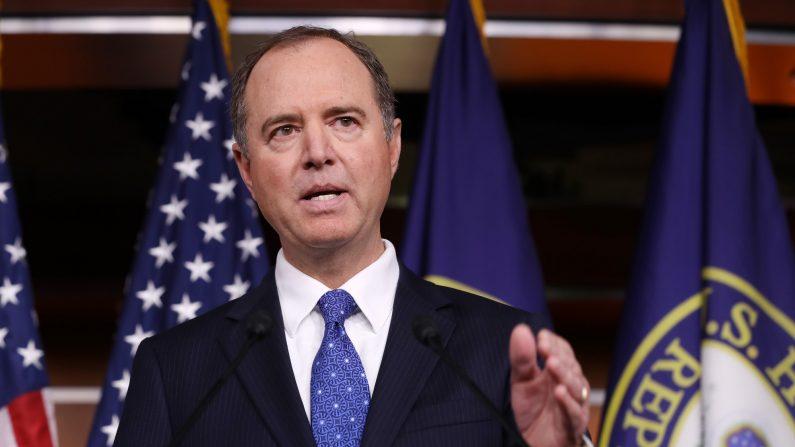 El presidente del Comité de Inteligencia de la Cámara de Representantes, Adam Schiff (D-CA), celebra una conferencia de prensa en el Capitolio de los EE. UU. El 3 de diciembre de 2019 en Washington, DC. (Chip Somodevilla/Getty Images)