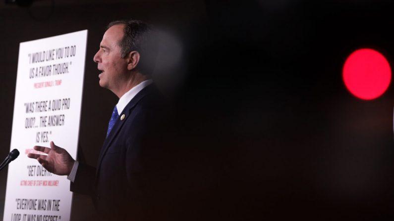 El presidente del Comité de Inteligencia de la Cámara de Representantes, Adam Schiff (D-CA), habla durante una conferencia de prensa sobre la investigación de destitución de Trump el 3 de diciembre de 2019 en Capitol Hill en Washington. (Alex Wong/Getty Images)