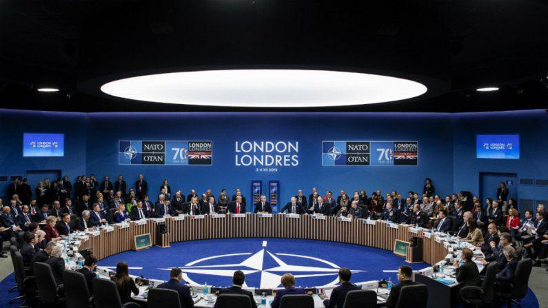 Los líderes de la OTAN asisten a la sesión plenaria de la cumbre de la OTAN en el Grove Hotel de Watford, Inglaterra, el 4 de diciembre de 2019. (Dan Kitwood/Getty Images)