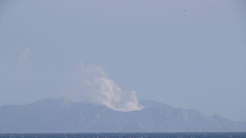 Una vista general de White Island el 10 de diciembre de 2019 en Whakatane, Nueva Zelanda. Cinco personas han sido confirmadas muertas y varias están desaparecidas tras la erupción volcánica del lunes en White Island. (Foto de Phil Walter/Getty Images)