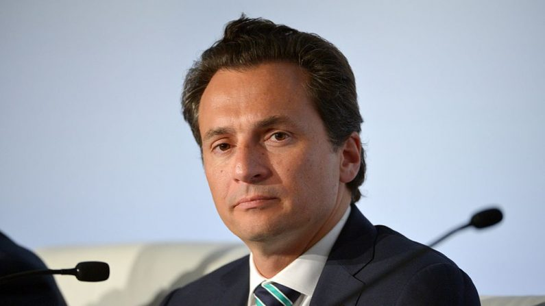 El exdirector de Petróleos Mexicanos (Pemex), Emilio Lozoya, participa en una conferencia de prensa luego de una reunión de la Iniciativa Climática de Petróleo y Gas (OGCI) en París el 16 de octubre de 2015. (Eric Piermont/AFP/Getty Images)