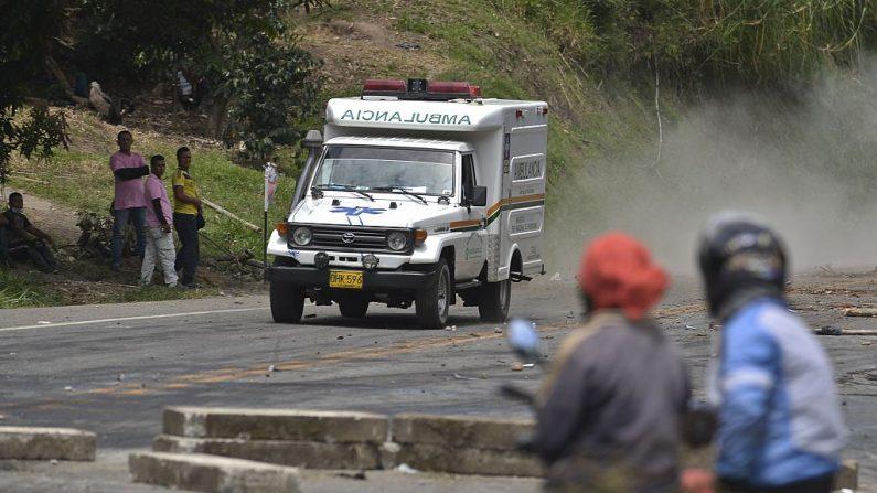 Fotografía de archivo de una ambulancia tomada el 2 de junio de 2016, en Pescador, departamento del Cauca, Colombia. (LUIS ROBAYO/AFP/Getty Images)