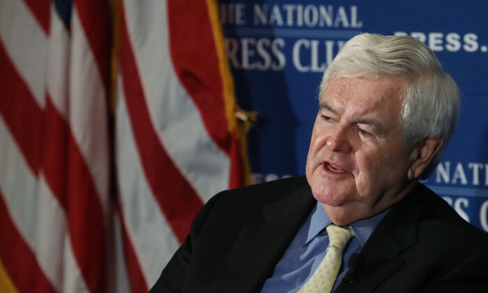 El expresidente de la Cámara de Representantes, Newt Gingrich (R-Ga.), habla sobre su libro 'Comprender a Trump' durante una discusión de libros en el National Press Club en Washington el 16 de junio de 2017. (Mark Wilson / Getty Images)