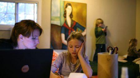 ¿Qué está causando el éxodo masivo de escuelas públicas hacia escuelas en casa y autónomas?