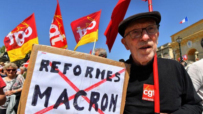 La gente participa en una manifestación el 19 de abril de 2018 en Montpellier, como parte de un día de protesta de varias sucursales convocado por los sindicatos franceses CGT y Solidaires contra las políticas del presidente francés Emmanuel Macron en medio de una huelga ferroviaria y la propagación de sentadas estudiantiles. - (Imágenes PASCAL GUYOT / AFP / Getty)