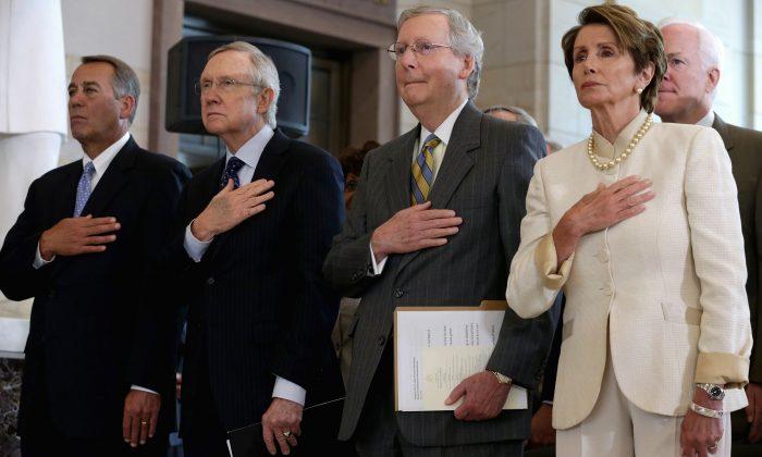 (De izquierda a derecha) John Boehner (R-Ohio), Harry Reid (D-Nev.), Mitch McConnell (R-Ky.), Nancy Pelosi (D-Calif.), y el Senador John Cornyn (R-Texas) en Washington, el 18 de julio de 2013. (Chip Somodevilla / Getty Images)
