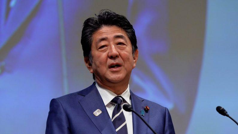 El primer ministro japonés Shinzo Abe pronuncia un discurso durante la XXIII Asamblea General de la ACNO en Tokio, Japón, el 28 de noviembre de 2018. (Mark Runnacles/Getty Images)