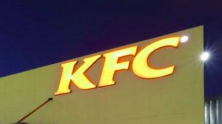 Casal é zombado on-line por noivar no KFC, mas depois a empresa intervêm e proporciona o casamento dos sonhos