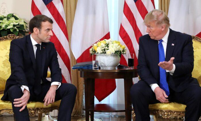 El presidente de Estados Unidos, Donald Trump (der) y el presidente de Francia, Emmanuel Macron, durante su reunión en Winfield House, Londres, el 3 de diciembre de 2019. (LUDOVIC MARIN/AFP vía Getty Images)